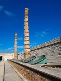 """Ex Stabilimento """"Florio"""" della Tonnara di Favignana. Le ciminiere dell'edificio storico industriale oggetto delle attività di ricerca del Progetto IDEHA"""